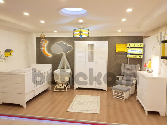 Panjur beyaz bebekl odası